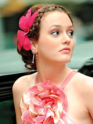 Freza Leighton Meester - impletitura in spic si prins in coc la spate